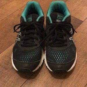 Running Shoes 🏃🏼🏃🏽♀️ASICS GEL STORM 2